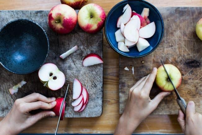 Tag ungerne med i køkkenet og lav en lækker æblekage