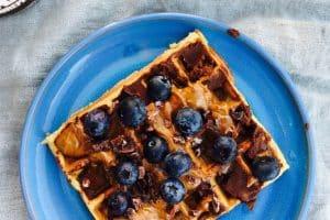 Lækre, glutenfrie bananvafler med banan og havregryn - perfekt morgenmad til træningsdage.