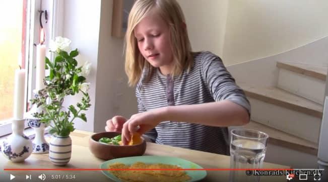 Konrad på 12 har type 2 diabetes og spiser striks LCHF. Se ham lave mad her: