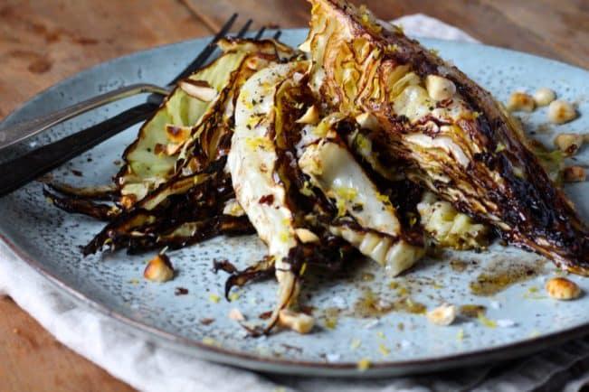 Grillet spidskål med brunet smør og hasselnødder - lækkert, LCHF tilbehør