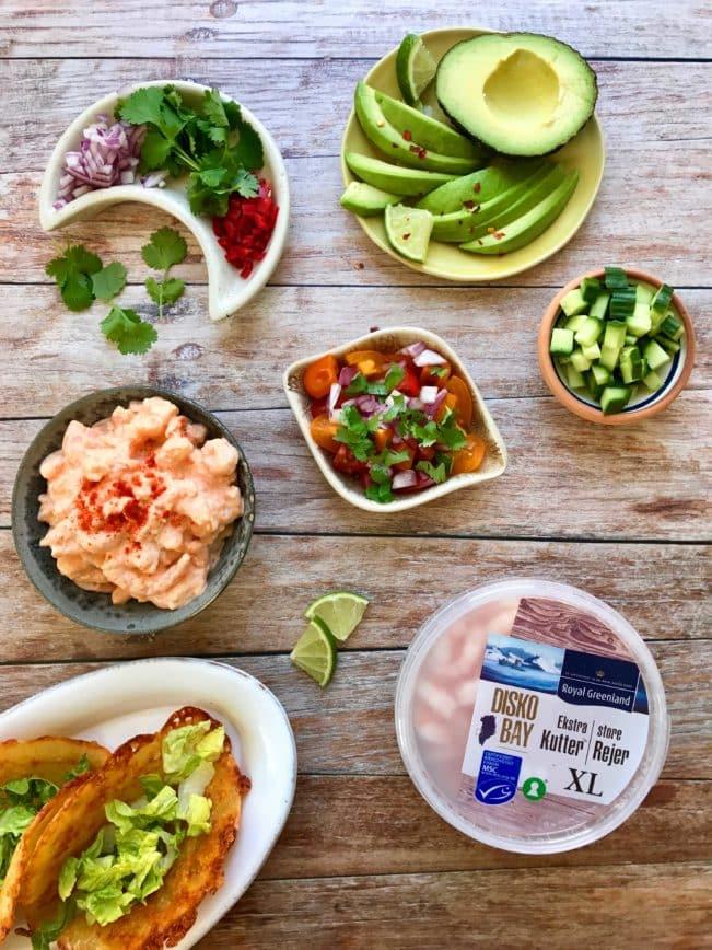 Sprøde LCHF tacos med fyld af chili-rejer og avocado - prøv den lækre og nemme opskrift på tacos uden kulhydrater her: