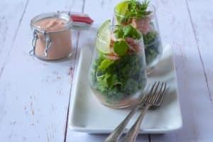 Rejecocktail - opskrift på den klassiske salat med rejer og hjemmerørt Thousand Island dressing