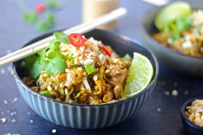 Pad Thai - sund opskrift på stegte nudler lavet med spidskåls-nudler og lækker peanutbuttersauce
