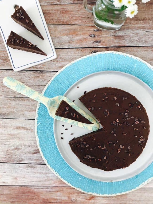 Raw chokoladekage med choko-banancreme - opskrift på lækker sukkerfri chokoladekage