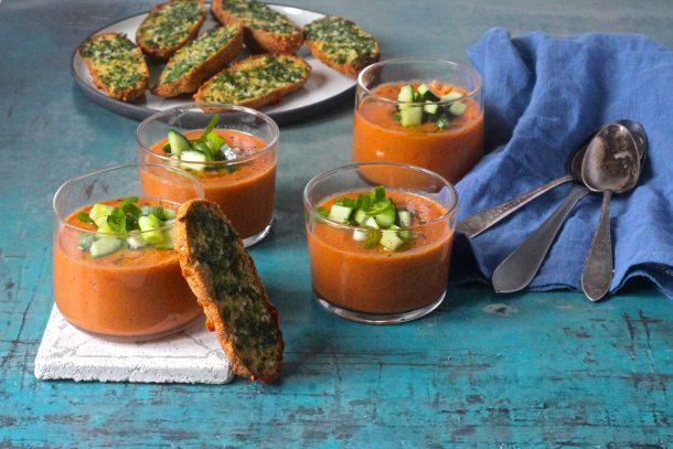 Gazpacho - opskrift på den lækre, kolde spanske grøntsagssuppe eller tomatsuppe