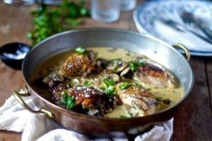 Kylling i svampesauce - opskrift på mør kylling med svampe