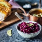 Hjemmelavet rødkål - opskrift på klassisk lun rødkålssalat uden sukker