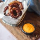 Løgringe med bacon - opskrift på Low Carb Onion Rings