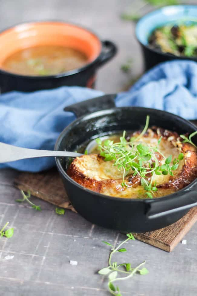 Fransk løgsuppe med gratineret ost - glutenfri og low carb opskrift
