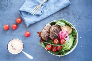 Burger Bowl - lækker opskrift på LCHF - Keto burger i en skål