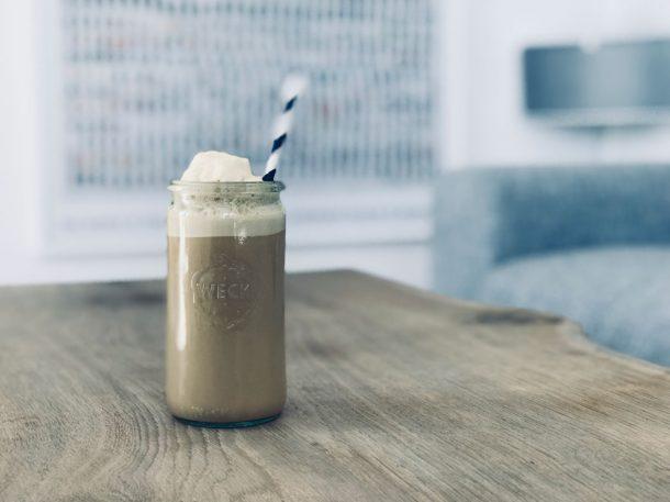 Kaffe shake - dejlig opskrift på iskold kaffeshake uden sukker og kulhydrater - low carb, LCHF og Keto