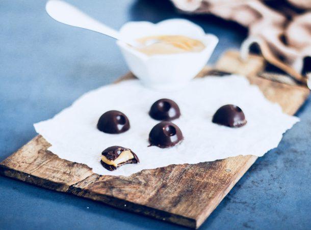 Skildpadder - opskrift på hjemmelavede skildpadder - mørk chokolade med romcreme
