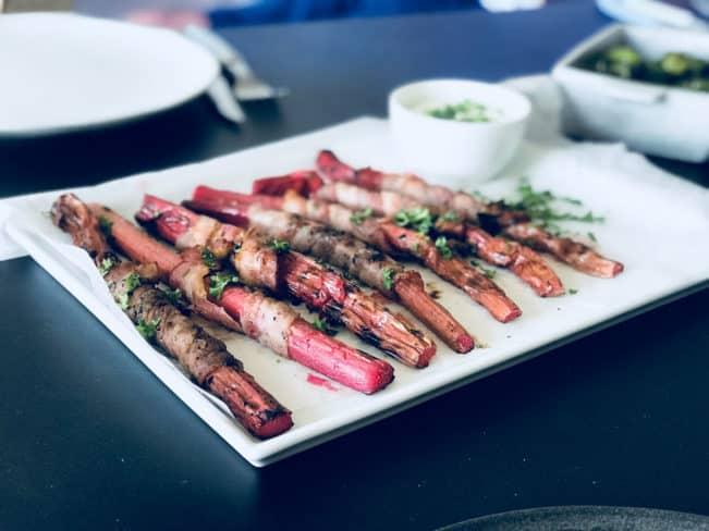 Grillede rabarber med bacon - opskrift på rabarber på grill - smager fantastisk!