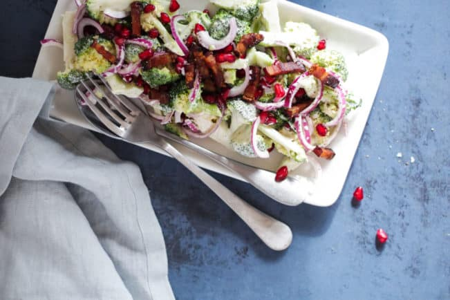 broccolisalat med rødløg