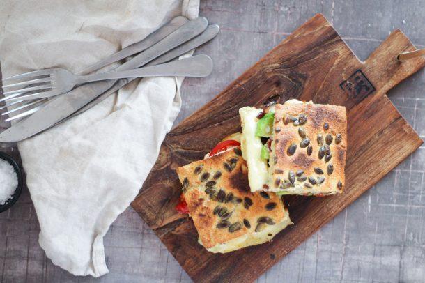 Toast med avocado, bacon og ost - lækker opskrift på Low Carb, glutenfri og KETO toast