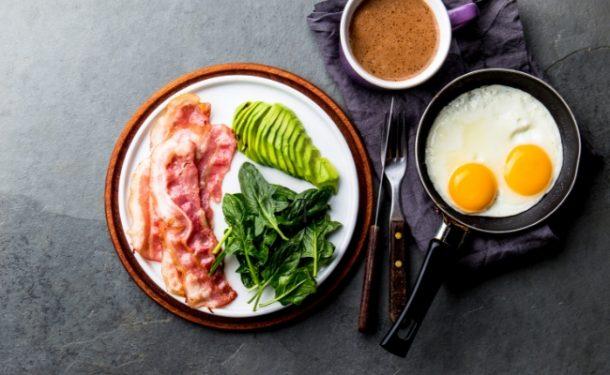 Low Carb øger forbrændingen med 250 kcal om dagen og fedtrig kost er sund i fravær af kulhydrater og kalorieoverskud. To nye spændende Low Carb studier her: