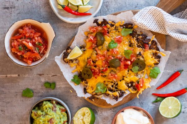 Blomkålsnachos - opskrift på low carb nachos med blomkål. KETO & LCHF.
