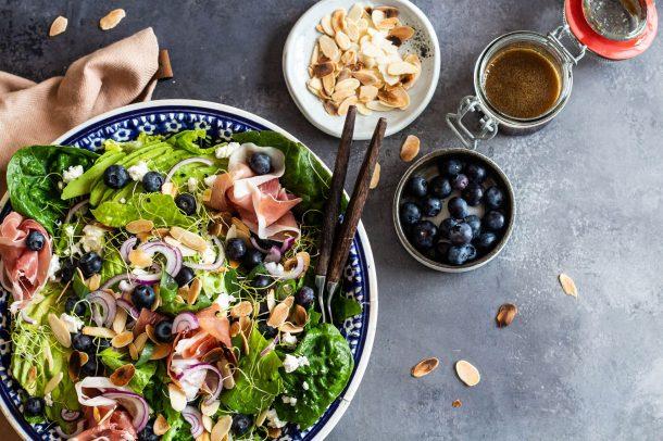 Salat med gedeost - opskrift på lækker og frisk forårssalat med gedeost