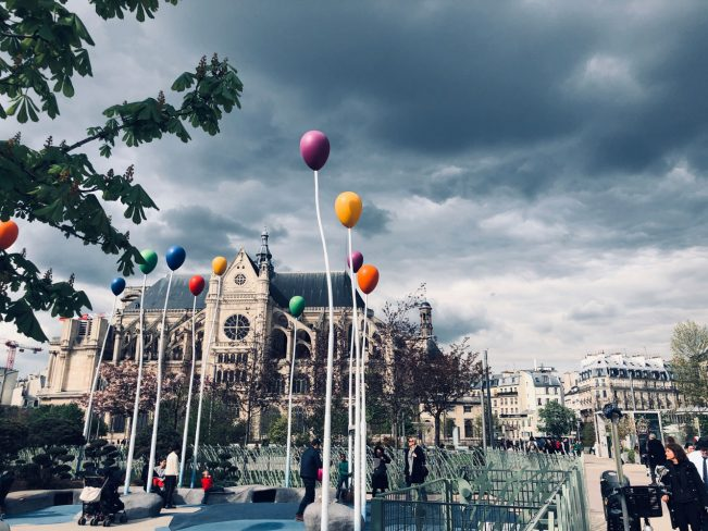 Jane alene i Paris.