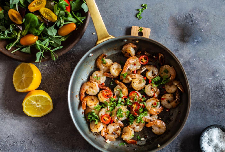 Chilirejer - opskrift på rejer stegt med chili og hvidløg. Dejlig til forret eller en let frokost.