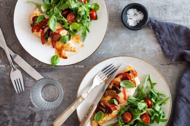 Hasselback kylling med chorizo og mozzarella