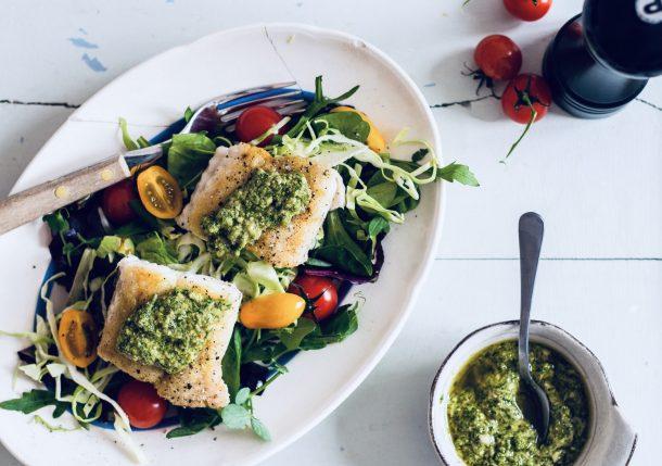 Stegt kulmule med salsa verde - lækker opskrift på hvid fisk med grøn urtesovs
