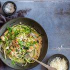 Kylling i hvidvinssauce med mascarpone. Dejlig opskrift på kylling i hvidvin med masser af smag.