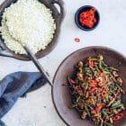 Asiatisk stir fry med hakket kød og blomkålsris - opskrift på KETO aftensmad