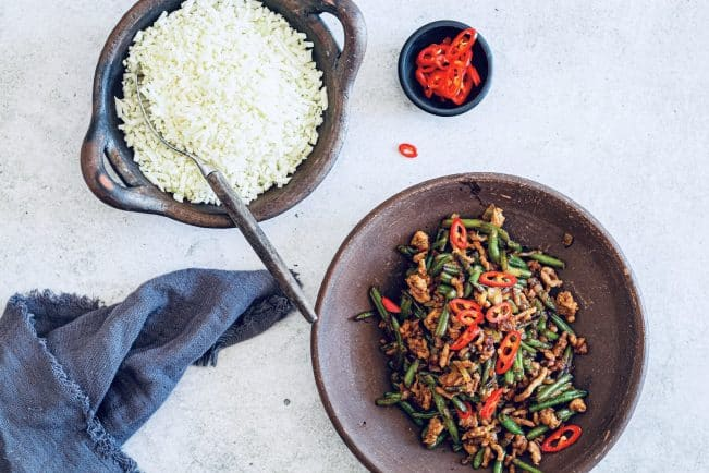 Stir fry med hakket kød og grønne bønner