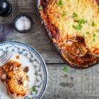 Moussaka - opskrift på den lækre ret med aubergine og hakket kød