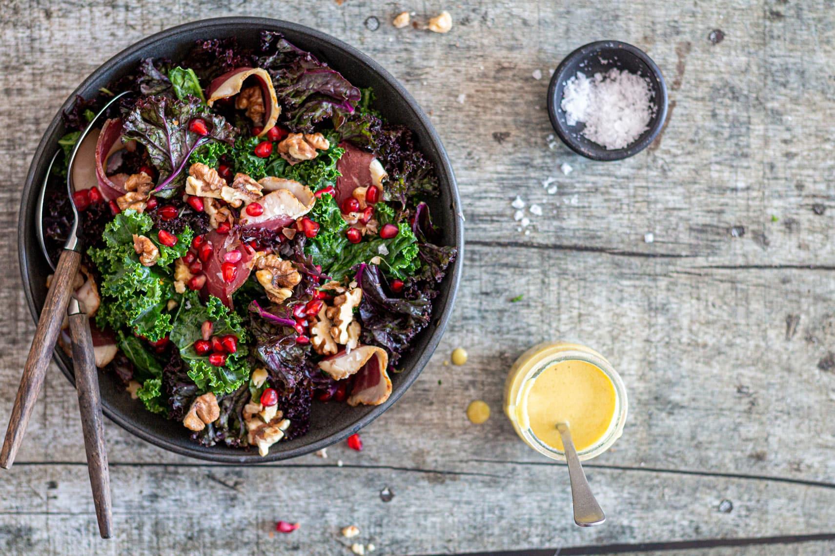 Grønkålssalat med røget andebryst - lækker grov og mættende salat til det kolde vinterhalvår
