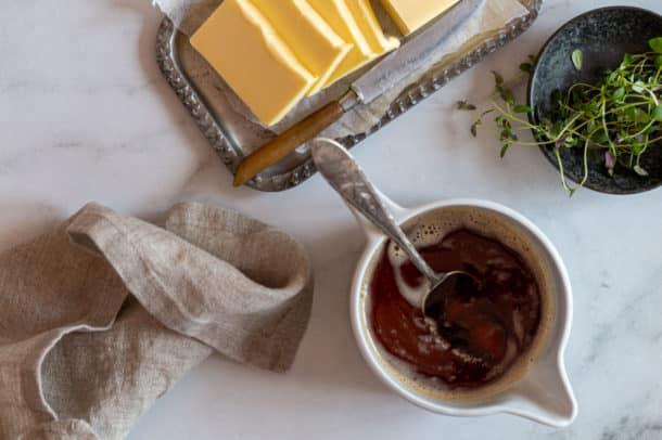 Brunet smør - opskrift på den lækre smørsovs, der er perfekt til din keto livsstil