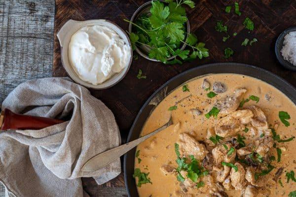Stroganoff med kylling - opskrift på kylling stroganoff