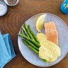 Laks med blomkålshollandaise - sund og lækker Keto aftensmad