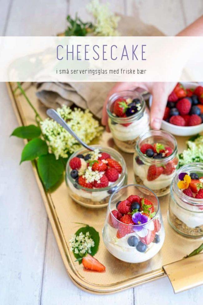 Cheesecake med bær i små glas - opskrift på lækker portionsanrettet dessert