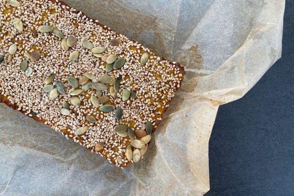 Grøntsagsbrød - brød bagt med grøntsager - få kulhydrater - god smag