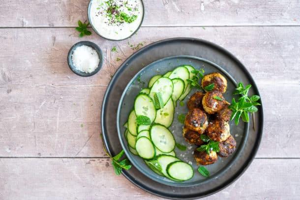 Kyllingefrikadeller med squash - lækker og sund opskrift på kyllingedeller