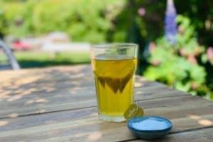 Saltlakrids-te - opskrift på te med smag af saltlakrids - den perfekte Keto drik
