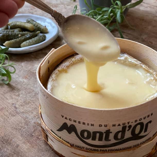 Mont d'or - opskrift på den franske bagte ost
