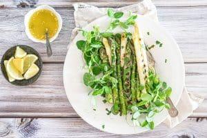 Grillede asparges med estragonsmør - lækker sommeropskrift til grillen