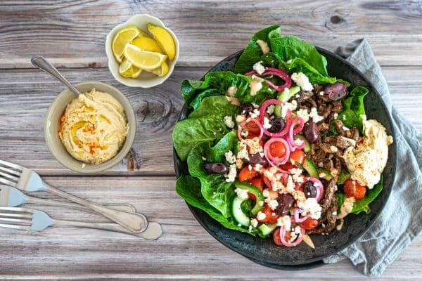 Kebabsalat - lækker og smovset opskrift på en salat med krydret kebabkød