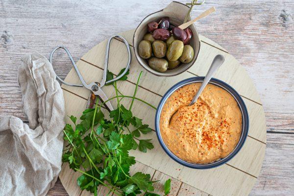 Haydari - opskrift på lækker, cremet dip med feta og peberfrugt